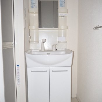 白い洗面台は清潔感が