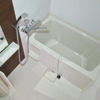 浴室乾燥機付きの浴室です。※写真は通電前・フラッシュを使用して撮影しています