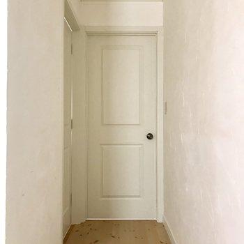 奥のお部屋に進むと・・※写真は通電前のものです