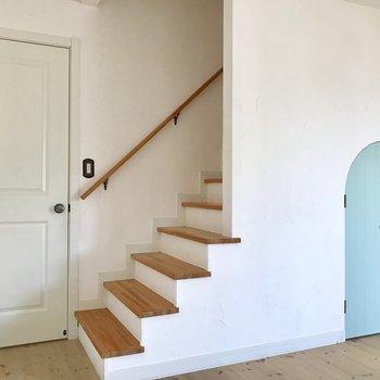 【LDK】この階段、気になるでしょ?※写真は通電前のものです