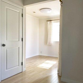 【洋室9.2】お部屋の奥から。※写真は通電前のものです
