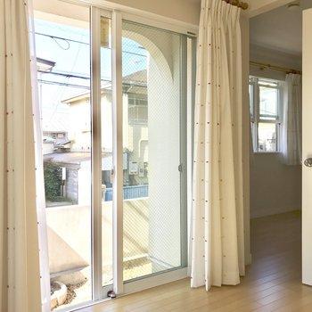【洋室9.2】このお部屋、空間を分けることもできちゃうんです◯※写真は通電前のものです