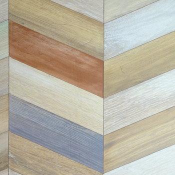 この壁、ほんとの木材です!
