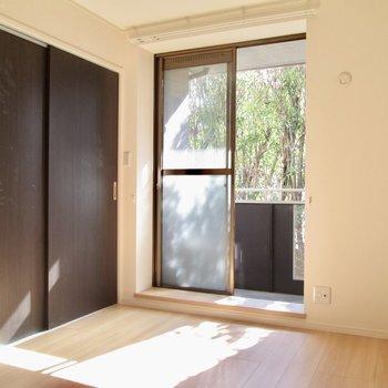 【洋室6.23帖】寝るときは扉を閉めて。