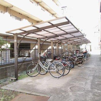 自転車置き場もしっかりと。