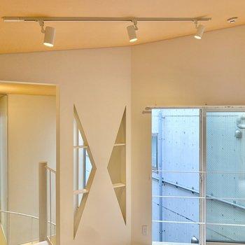 【3階】ライティングレールで優しく照らしています。※写真は前回募集時のものです