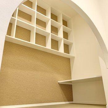 【2階】小さな部屋のようになっていて、中には棚や台がありました!※写真は前回募集時のものです