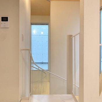 階段を下って玄関に戻りましょう。※写真は前回募集時のものです