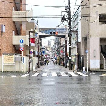 商店街を通って幡ヶ谷駅へ。