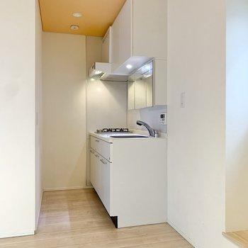【3階】こちらがキッチンスペース。手前に冷蔵庫が設置できます。※写真は前回募集時のものです