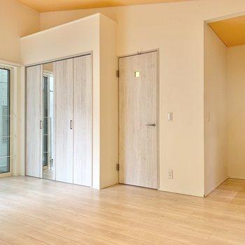 【3階】左からクローゼット、脱衣所、キッチンです。※写真は前回募集時のものです