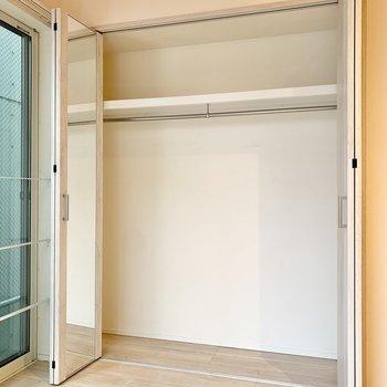 【3階】クローゼットはやや大きめ。2人分のお洋服も収納できそうです。※写真は前回募集時のものです