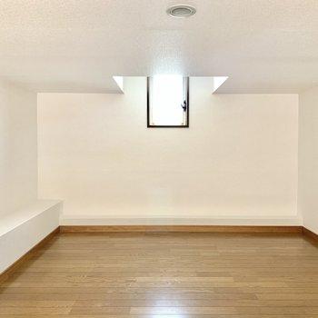 居心地のいい寝室にしよ〜(※写真のお部屋は清掃前、修復工事中のものです)