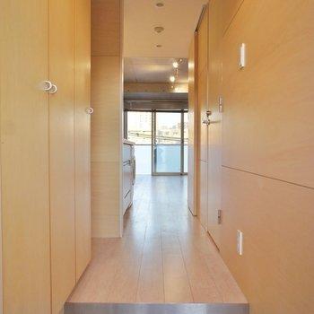 こんな玄関 ※写真は4階の同間取り別部屋のものです。