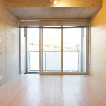 コンクリのクールさと木のぬくもり。いいね ※写真は4階の同間取り別部屋のものです。