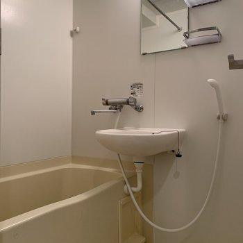 洗面台はバスルームにありますが……