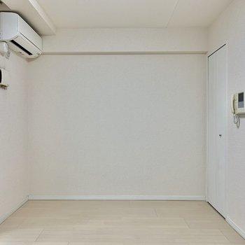 奥の扉はクローゼットです