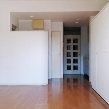 居室はすっきりとしています。
