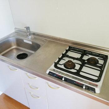 調理スペースは、トレーで拡充すると良さそう。