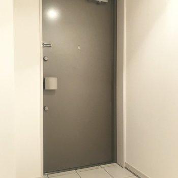 玄関は開放的