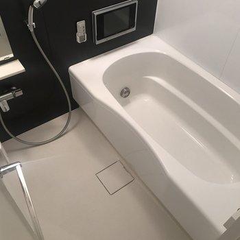 なんと!大きい浴槽でテレビが見られるんです!