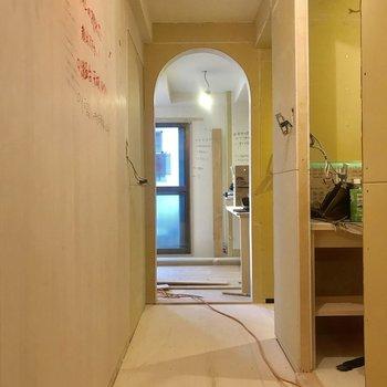 【工事中】玄関からお部屋に入る入り口はかわいい○が!