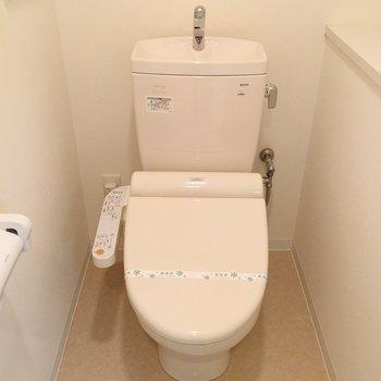 おトイレ、広い!しかもウォシュレット※写真は3階の同間取り別部屋のものです