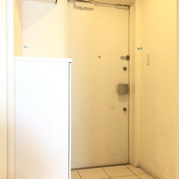 広々な玄関※写真はクリーニング前のものとなります