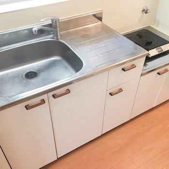 キッチンです。調理スペースがあっていいですね。