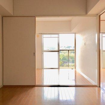 ダイニングの横は4.5帖の洋室。