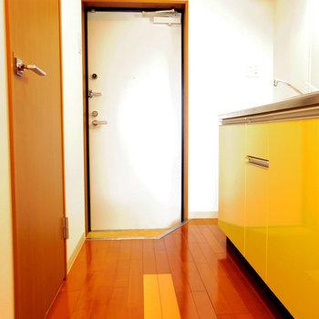 靴置き場も健在※写真は10階の反転間取り別部屋のものです
