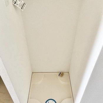 洗濯機置き場はキッチンのお隣に。