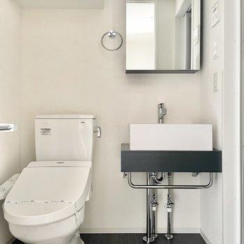 洗面台とトイレは同室です。