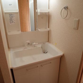 器広いから水が飛んでも安心です。※写真は4階の反転間取り別部屋のものです。
