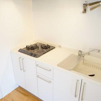 【イメージ】キッチンは2口コンロを。※作業場はもう少し幅の狭いものになります。