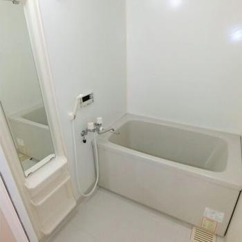 お風呂はゆったりめのサイズ感。(※写真は2階の反転間取り別部屋のものです)