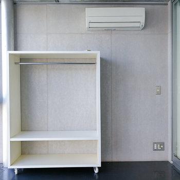 収納は可動式のオープンタイプ。※写真は3階の同間取り別部屋のものです