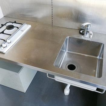 バランスの良い配置。洗い物はこまめにするのが良さそう。※写真は3階の同間取り別部屋のものです