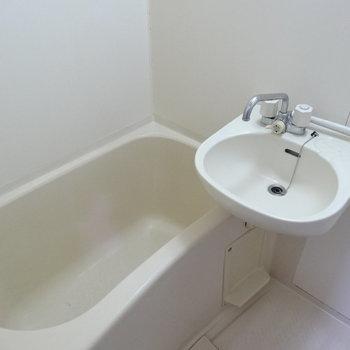 お風呂も広々〜!ゆっくり浸かれそう♬