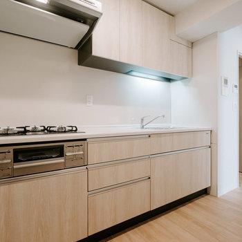 このキッチン!!デザインいいですよねぇ。※画像は反転間取りのモデルルームです