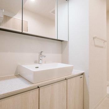 おしゃれな洗面台が嬉しいです。※画像は反転間取りのモデルルームです