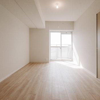もうひとつの洋室も、約6.5畳と広々。※画像は反転間取りのモデルルームです
