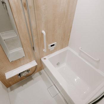 お風呂も、デザイン良く、リニューアル。ゆったりめの浴槽です。※画像は反転間取りのモデルルームです