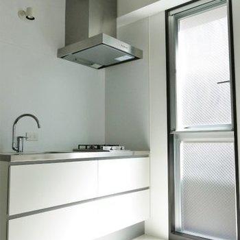 ひろびろキッチンを見る。※写真は同間取り別部屋のものです。