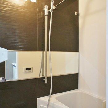 お風呂もコンパクトながら、乾燥機付き。