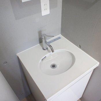 かなーり、小さな洗面台です。