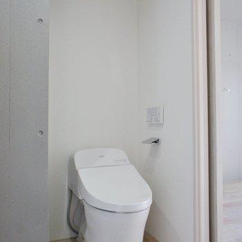 トイレはタンクレス!