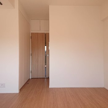 収納が廊下にあるので洋室のレイアウトは自由に!