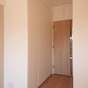 こちらが収納※写真は8階の反転間取り別部屋のものです