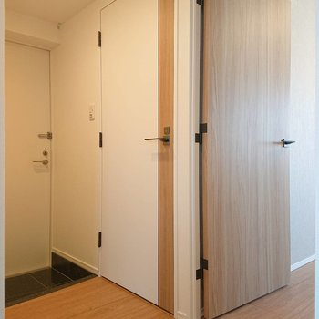 では廊下に出てみて、扉を開けると